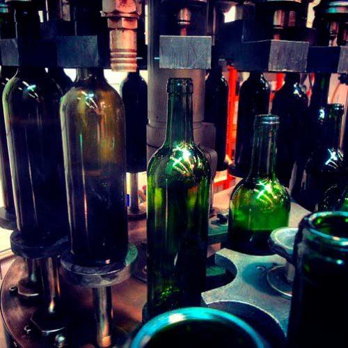 ¿Por qué la mayoría de las botellas de vino son verdes?