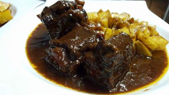 Nuestra receta de Rabo de Toro en salsa de vino tinto Murillo Viteri